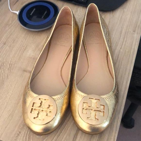 c5a211230 Tory Burch Gold Flats. M 5afb06f09cc7ef71ad788cbb